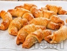 Рецепта Солени маслени кифлички със сирене, извара и свинска мас (с бакпулвер, без мая и без втасване)